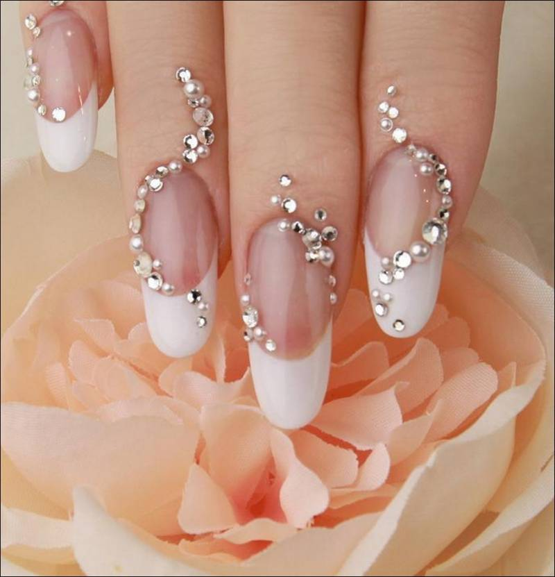 Design Nails With Crystals...Get Them Noticed!