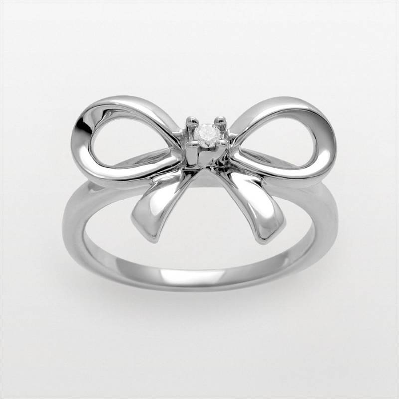 cute bow rings as an accessory