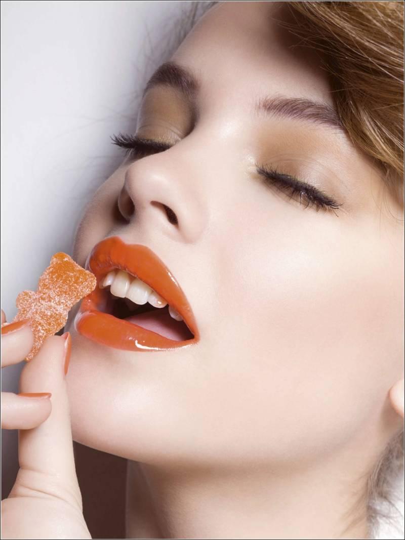 Orange Lipstick Looks For Different Eye Colours