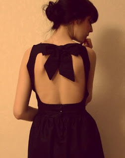 backless-dress-with-bow-on-top