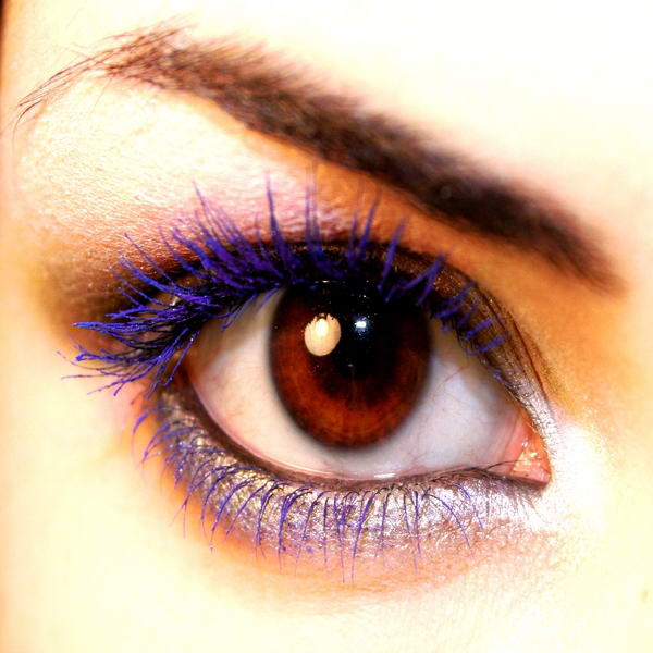 Try Coloured Mascara To Get Dazzling Eyes