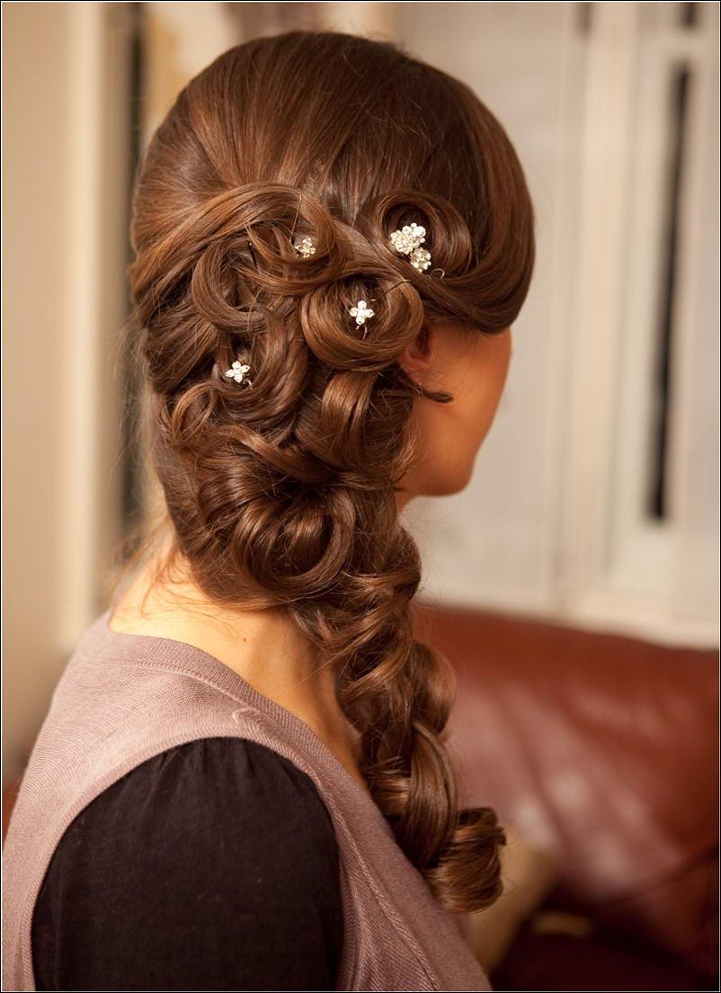 Причёски на длинные волосы на бок