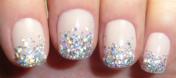 Simple Glitter Tip Nails For That Special Night Out