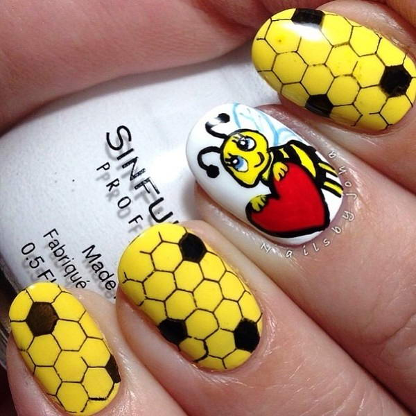 Who will try these adorable bee nail arts prinsesfo Choice Image