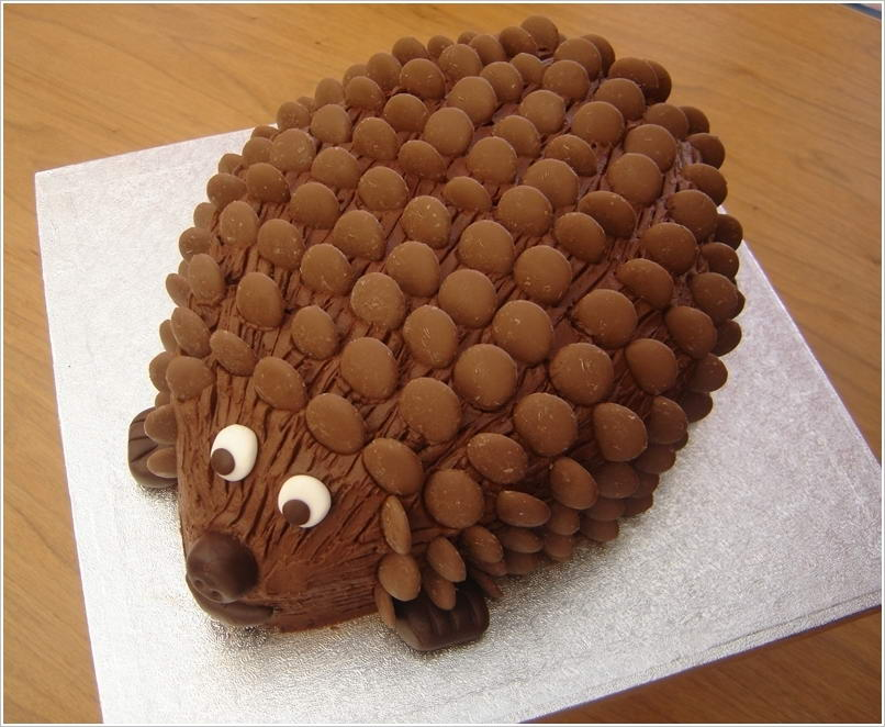 Decorate Cake With Chocolate Buttons