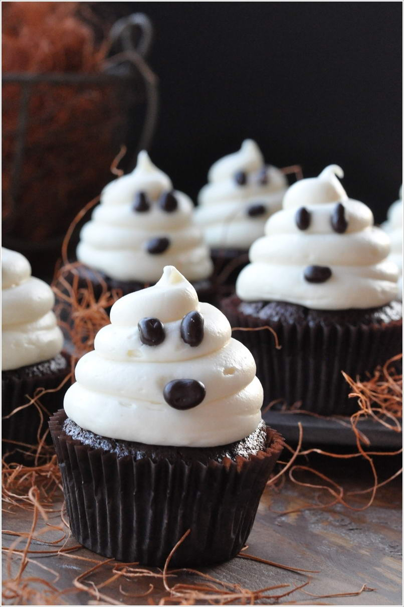 12 halloween cupcake ideas that are wickedly awesome - Halloween decorations for cupcakes ...