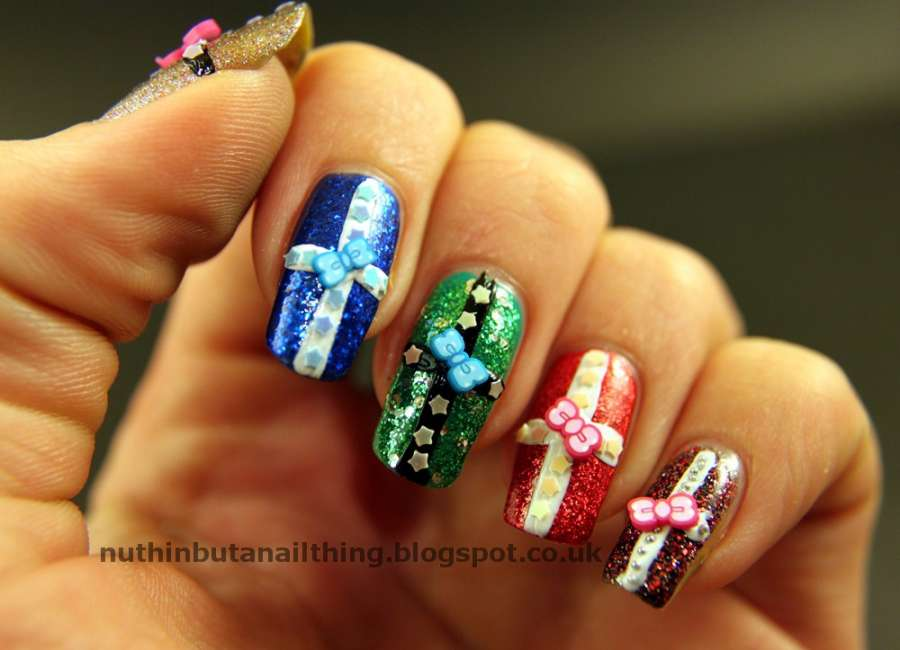 10 Christmas Gift Wrap Nail Art Ideas