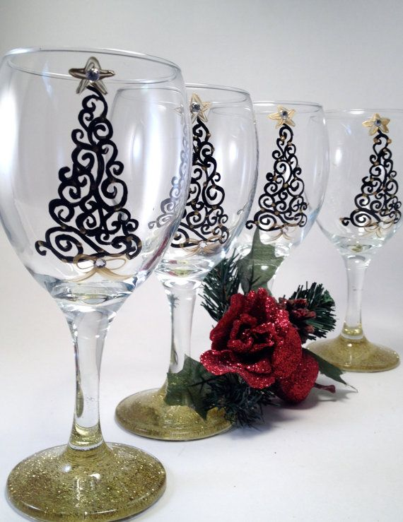 10 hand painted wine glass for christmas for Hand painted wine glass christmas designs